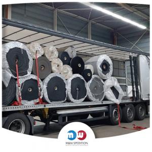 Transport von Waren: Textilien bis 24 Tonnen.