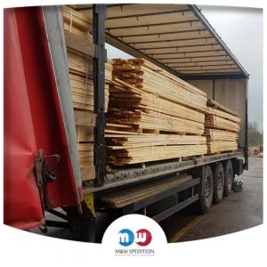 Transport von Waren: Holz bis 24 Tonnen.